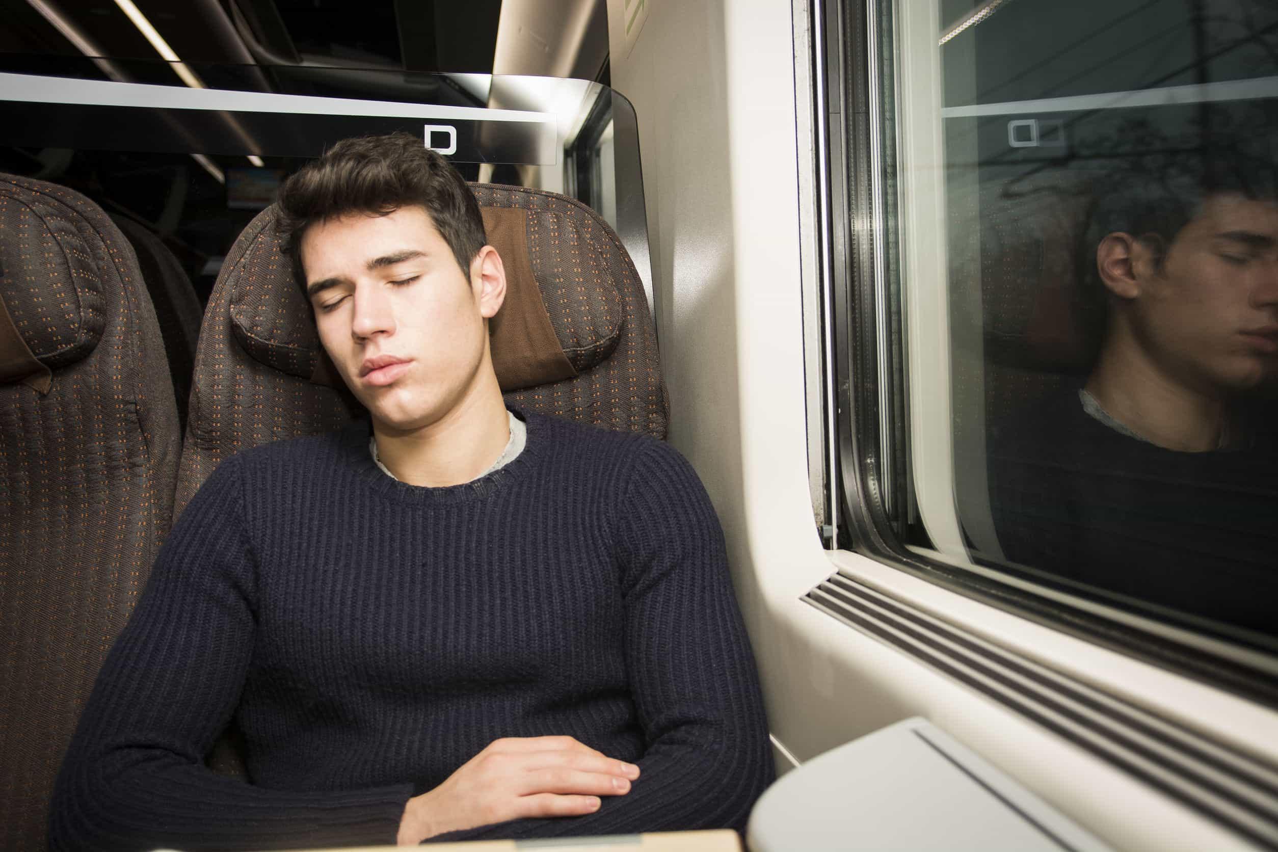 Pasajero, durmiendo comodo
