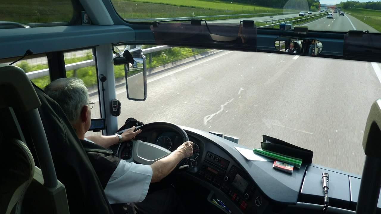 Interior bus, conductor al volante